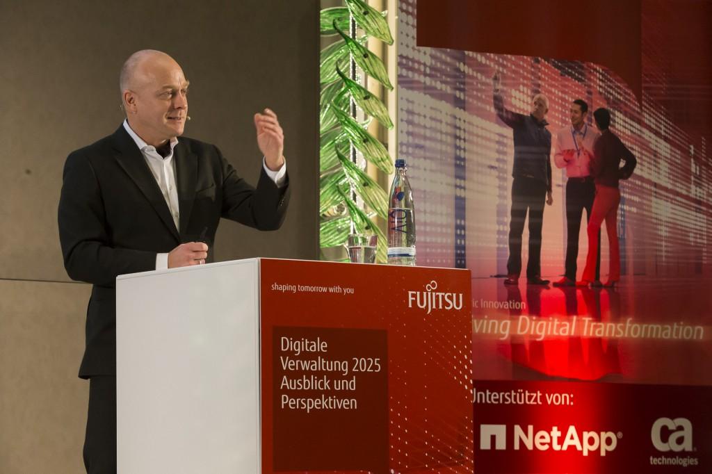 Jens-Rainer Jänig (mc-quadrat) auf der Fujitsu-Jahreskonferenz