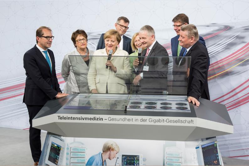 Digital_Gipfel_2017_Exponat_Merkel